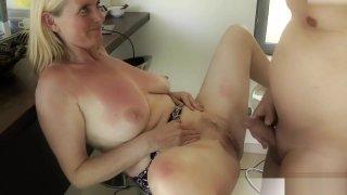 Milf Dirty-Tina lasst sich saftigen AO Creampie verpassen porn image