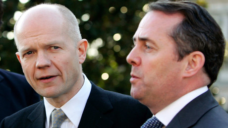Members of the British conservative (Tory) party shadow Foreign Secretary William Hague (C) and shadow Defence Secretary Liam Fox. © Jason Reed