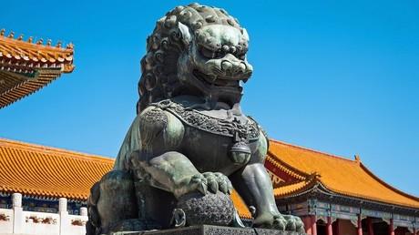 Lion statue in Beijing, China © Huebner/Vogler