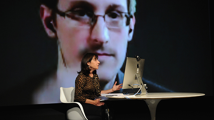 General view of atmosphre at Edward Snowden Interviewed by Jane Mayer at the MasterCard stage at SVA Theatre during The New Yorker Festival 2014 on October 11, 2014 in New York City (AFP Photo)