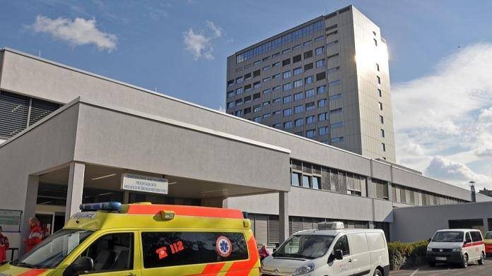 UKC Maribor has problems with free beds, as well as with the spread of the new coronavirus among employees.  Photo: BoBo