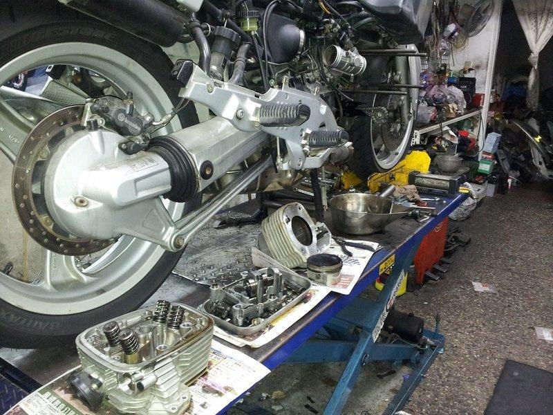 BMW R850RT 1100 1150 冒白煙 吃機油 缸壓不足 怠速不穩. 太低. 太高 引擎整修 價錢公道 - 露天拍賣