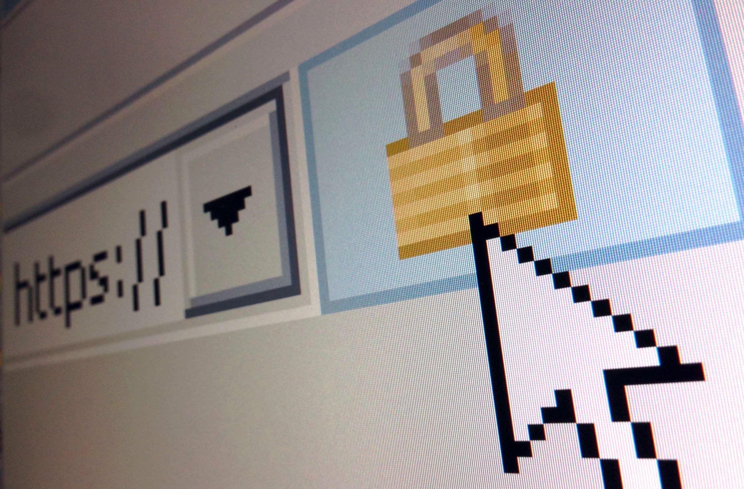 Um ícone de cadeado, significando uma conexão de Internet criptografada, é visto em um navegador Internet Explorer.