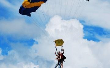 [澳洲] 登大人之 SKYDIVE飛機跳傘 & 市集裡消暑的甘蔗汁