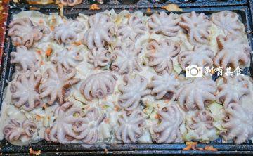 八目章魚花 | 忠孝夜市超人氣美食 章魚燒新吃法 吃得到整隻章魚 新鮮現做