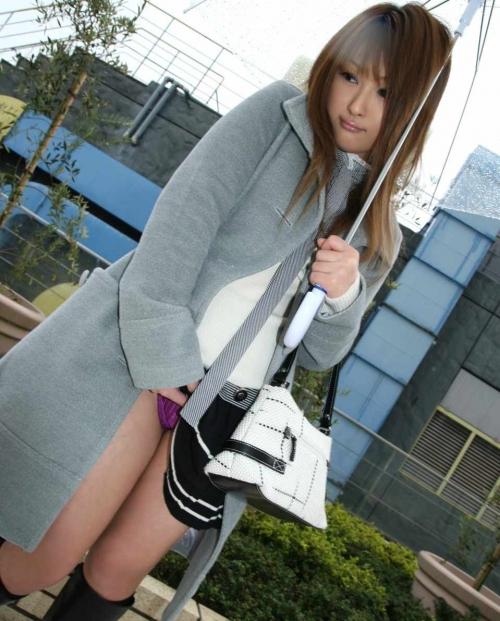 【三次】スカートたくし上げて男を挑発する女の子のエロ画像・11枚目