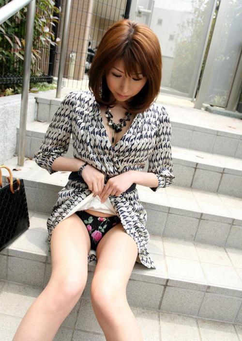 【三次】スカートをたくし上げている女の子のエロ画像part2・16枚目
