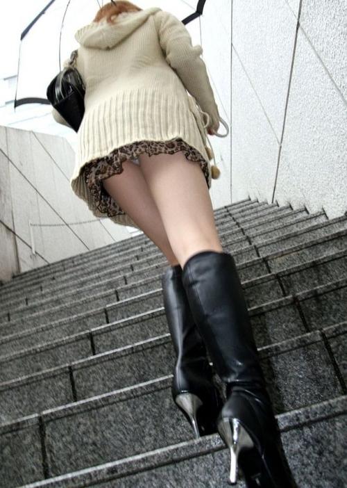【三次】パンチラ・パンモロしている女の子のエロ画像part3・13枚目