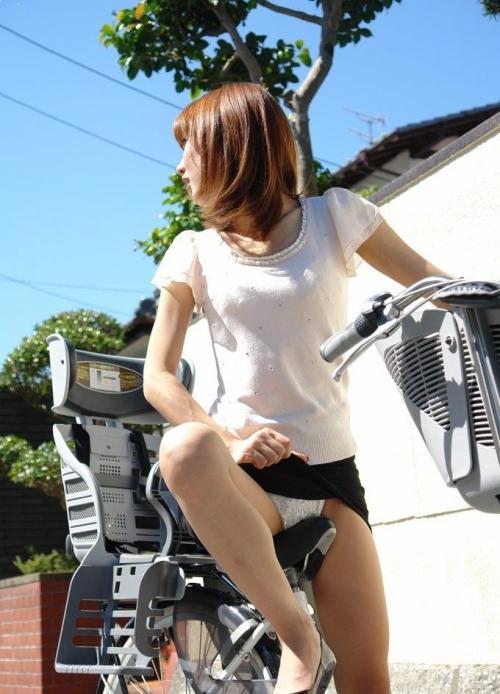 【三次】パンツ見えてる女の子のエロ画像part2・15枚目