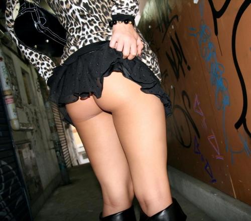 【三次】スカートをたくし上げている女の子のエロ画像part2・18枚目