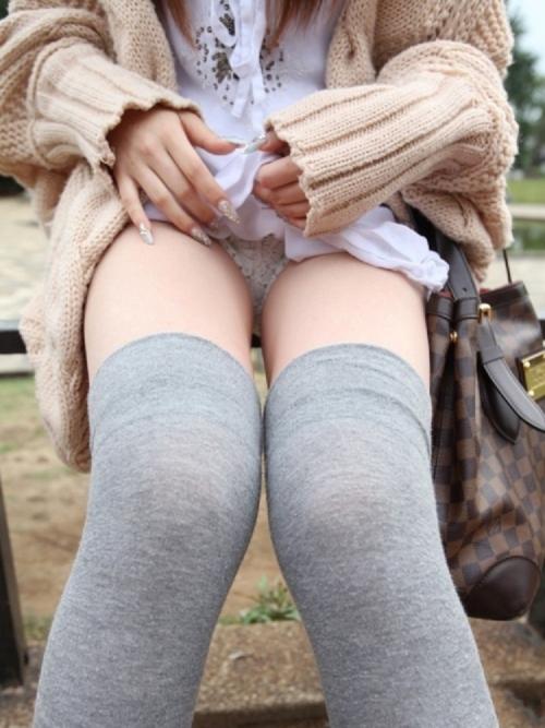 【三次】たくし上げてパンツ見せている女の子のエロ画像・22枚目