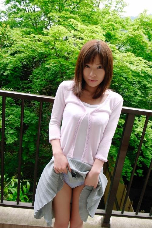 【三次】スカートをたくし上げている女の子のエロ画像part2・22枚目