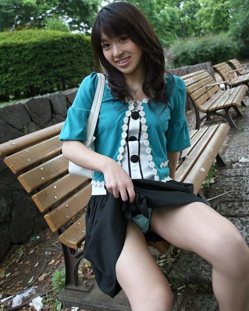 【三次】スカートをたくし上げている女の子のエロ画像part2・25枚目
