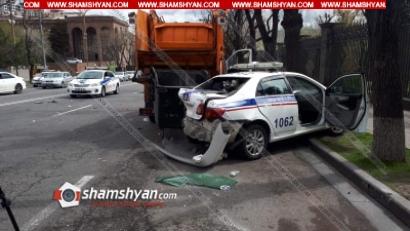 Խոշոր ավտովթար Երևանում. Ազգային ժողովի դիմաց Mercedes-ը բախվել է ճանապարհային ոստիկանի ավտոմեքենային, վերջինս էլ՝ աղբատար բեռնատարին. կա վիրավոր. ՖՈՏՈՌԵՊՈՐՏԱԺ, ՏԵՍԱՆՅՈՒԹ