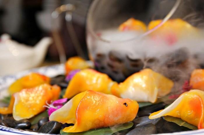 炎香樓 母親節套餐的金牌點心 如魚得水金魚餃 墨羽天鵝酥 根本藝術品快帶媽媽來吃!