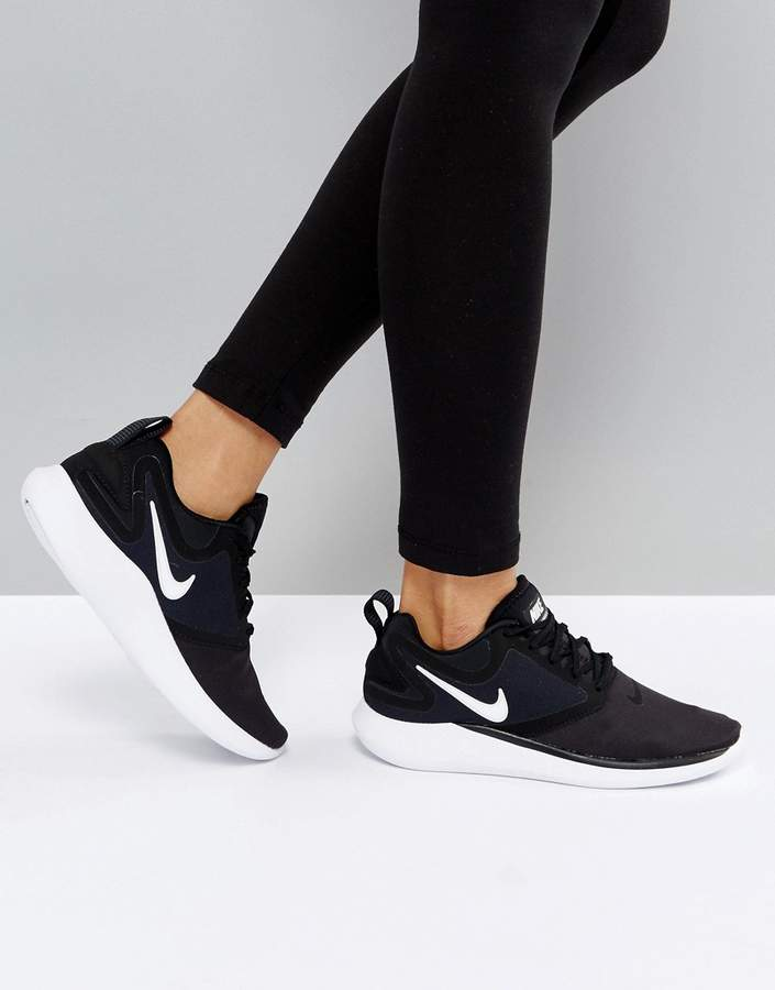 Nike Running Lunarsolo Trainers In Black And White