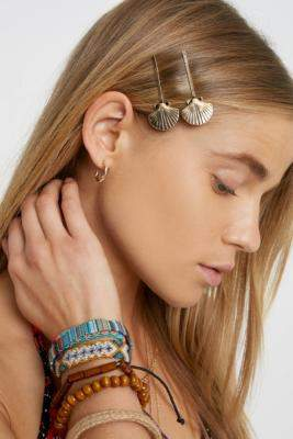 Shell Hair Clip Set - gold at Urban Outfitters