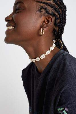 Premium Shell Choker Necklace - gold at Urban Outfitters