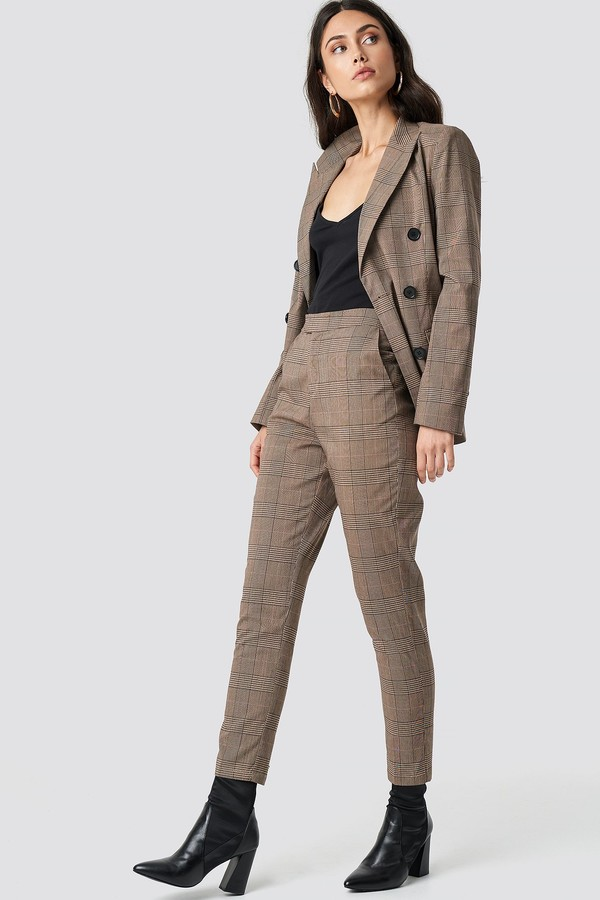 NA-KD Creased Checkered Suit Pants Brown