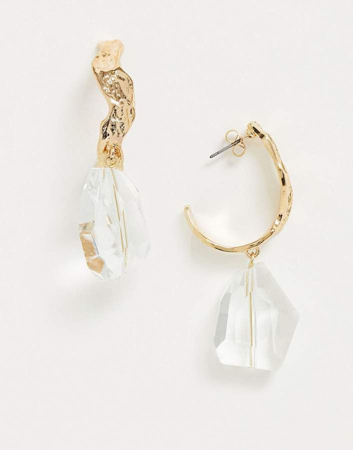 Pieces hammered gold hoops with crystal drop in gold