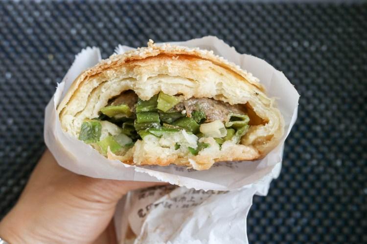 內湖737市場缸爐碳烤燒餅舖 排隊美食傳統胡椒餅烤肉包居然是早餐