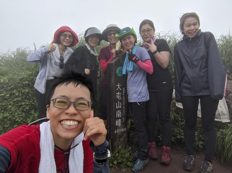 下雨中大屯山連峰O型 大屯山西峰南峰好刺激 如遇雷雨難度翻倍