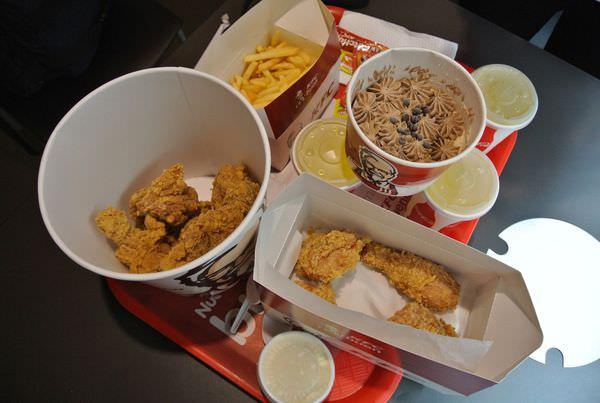 祕魯庫斯科肯德基 KFC吮指炸雞配上道地印加可樂 旅人的慰藉