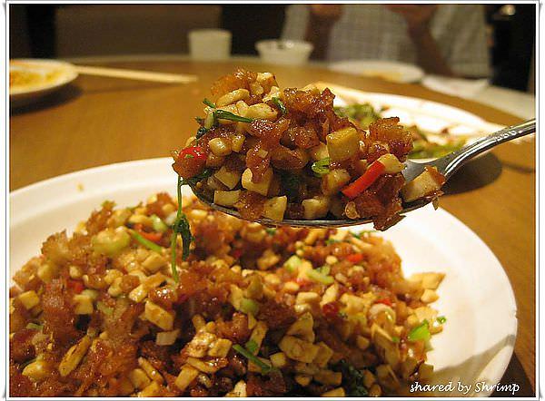 台北內湖 吃過臭豆腐配油條嗎? 來廚房客家美食吧