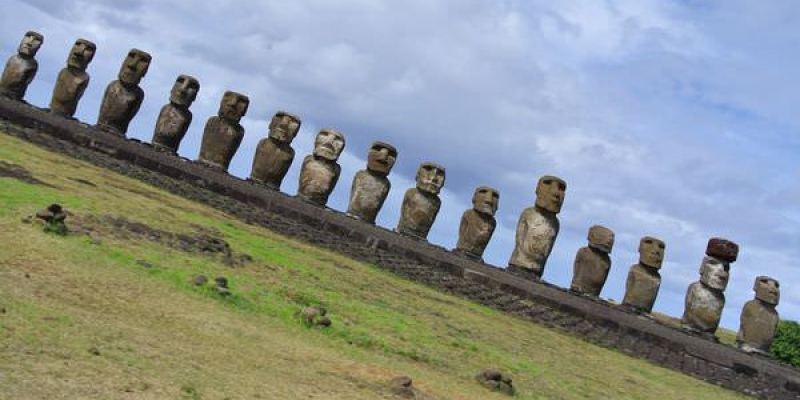 《南美》智利復活島。Ahu Tongariki。15尊moai 一字排開。誠意無限