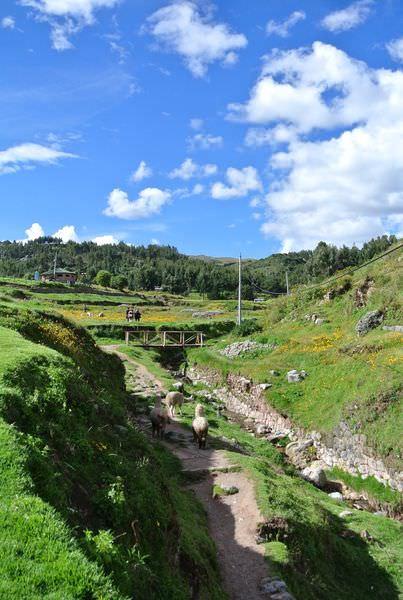 祕魯庫斯科景點 Sacsayhuaman 性感女人 恍如歐洲仙境風景