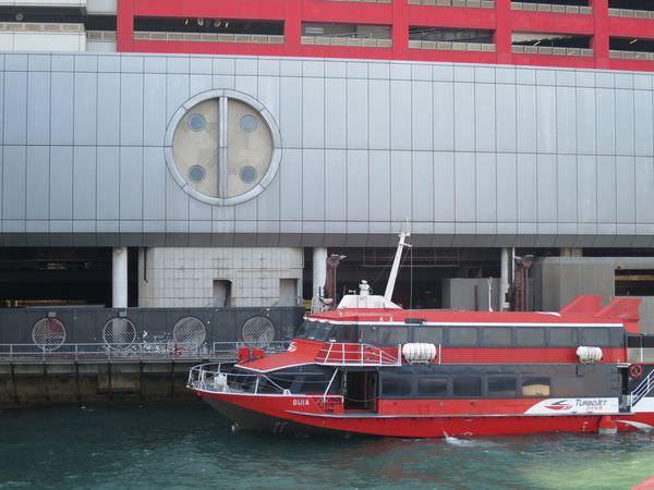 澳門。如何搭船往返香港澳門。噴射飛航向澳門奔去
