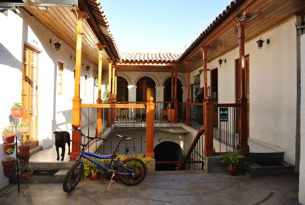 《南美》祕魯。阿雷基帕。旅館。Hostal Le Foyer。享受熱鬧活潑與喧囂