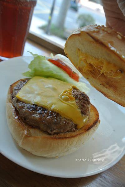 台北內湖 茉莉漢堡 屹立不搖 季節限定手工豬肉起司堡~推啦!