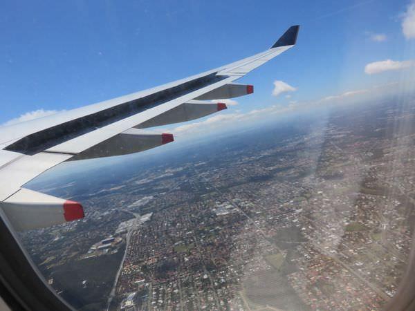 新加坡航空 Singapore Airlines 轉新加坡至布里斯本 海關刁難個毛啊大家要小心
