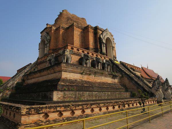 泰國清邁。Wat Chedi Luang 柴迪隆寺 古城地標歷史見證
