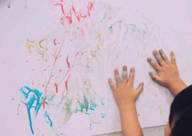 自製洗澡彩繪顏料塗鴉中 DIY Bath Paint