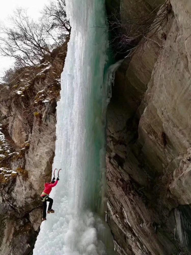 【中國】冰瀑上的芭蕾─四川雙橋溝初級冰攀課程