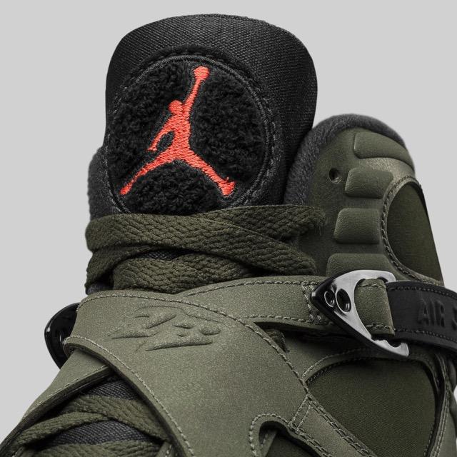 air-jordan-8-305381-305_square_02