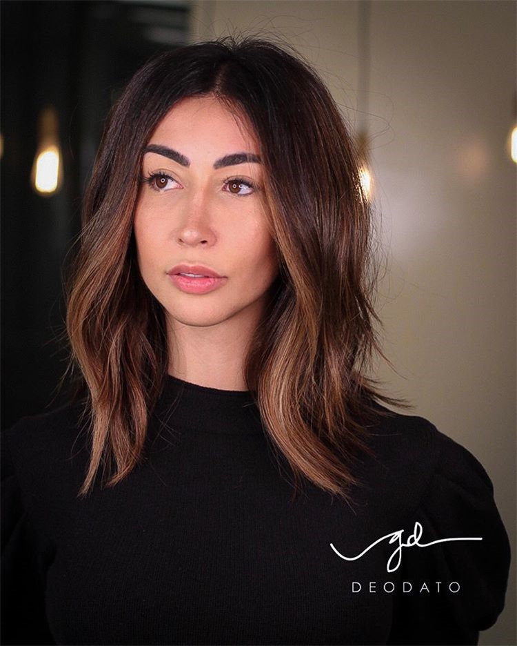 Are you looking for medium length hairstyles? We've rounded up 30 easy-to-replicate medium length hair styles from everyone to give you some style inspiration. #MediumHairstyles #Hairstyles #Haircuts