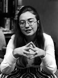 希拉里进入白宫前担任律师期间 (Hillary Clinton/Flickr)