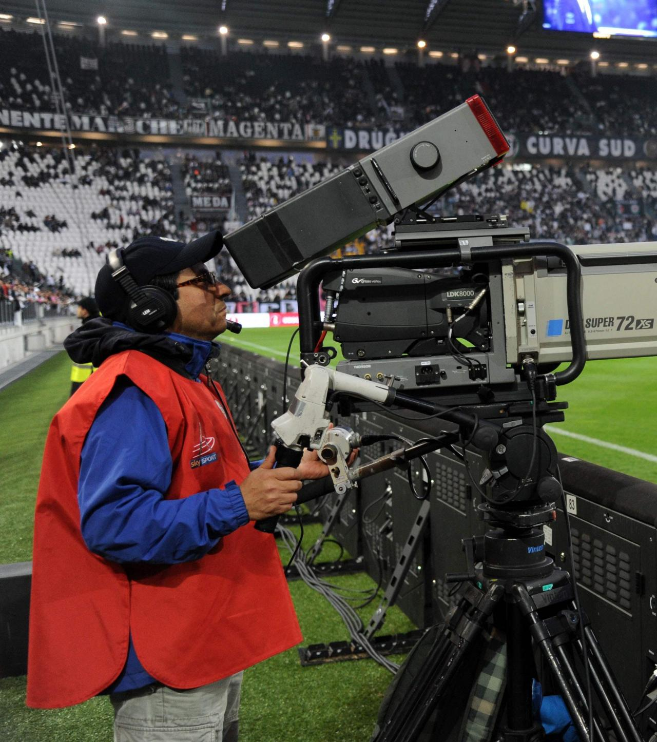 The transaction is aimed to close by the end of 2022. Euro 2012: TF1 et M6 se partagent les diffusions