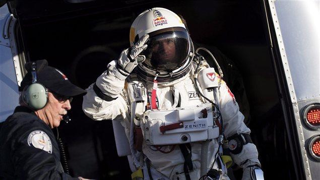 Felix Baumgartner dans sa combinaison, avant le saut