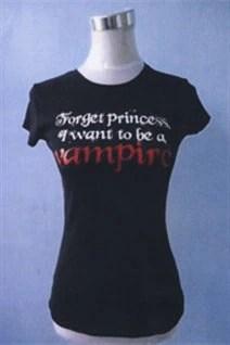 T-shirt similaire à celui trouvé sur le torse
