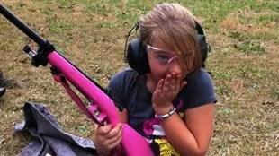 La compagnie Crickett fabrique des fusils destinés aux enfants.