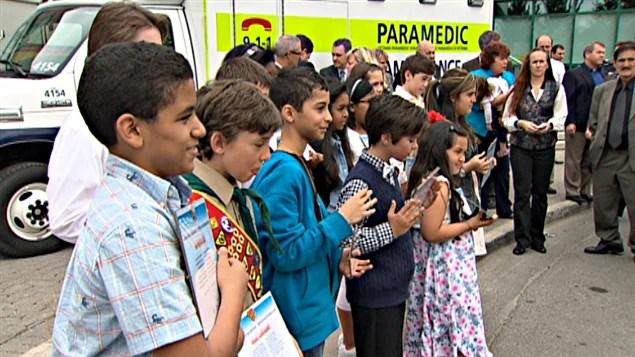 Quatorze jeunes résidents d'Ottawa, de moins de 12 ans, ont été honorés pour l'usage qu'ils ont fait du 911.