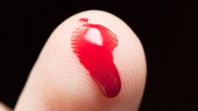 Du sang sur un doigt