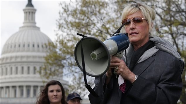 sociological perspectives on erin brockovich Erin loses the case due to lack of real evidence and because of her vulgar  outbursts in  she derives extra energy by defying social convention with her  crude.