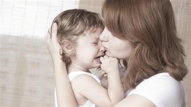 Résultats de recherche d'images pour «enfant consolé par mère et père»