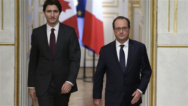 Le premier ministre canadien, Justin Trudeau, et son homologue français, François Hollande, ont déjeuné ensemble, un jour avant l'ouverture officielle de la conférence sur le climat.