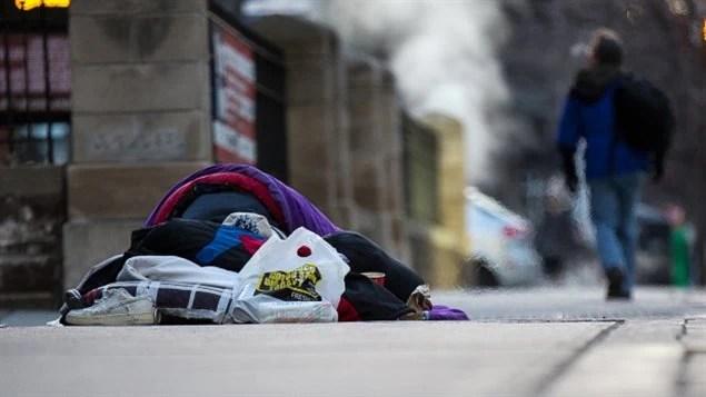 加拿大城市街头不时可以看见街头露宿的流浪者